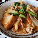 中華料理 ハルピン - メインの豚肉と揚げ豆腐の炒め物