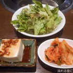 炭火焼肉 牛小屋 - 小鉢&キムチ&サラダ