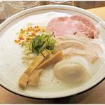 濃厚鶏そば 葵 - 料理写真:濃厚鶏そば+特製トッピング   800+280円 アワアワスープは意外と重くないでs。