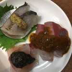 103339835 - 刺身盛り合わせ サゴシ (燻製マスタード) ハマチ (麻辣醤) イサキ (海苔の佃煮風)