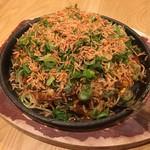鉄板食堂 バレーナ - 料理写真:TVで紹介されました!玉葱丸々1個入ったオニオンスペシャル!!