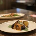 あなたの心に残る シンガポール キッチン&バーHOLIC - 茄子のサンバㇽ炒め 600円。