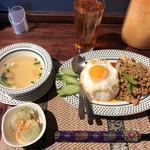 タイレストラン Smile Thailand - ガパオセット 1,050円