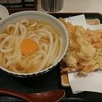 手打うどん 長谷沼 - 料理写真:天玉うどん(月見うどん+かき揚げ)