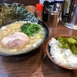 横浜家系ラーメン 金町商店 - 塩ラーメン・並+ミニライス(680円+ランチタイム無料)