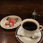 本格珈琲 昭和 - 600円の昭和ブレンドと、150円のおやつセット