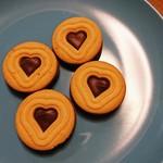IKEAビストロ - かわいいチョコレートクッキー、お皿は買ってきたもの(笑)
