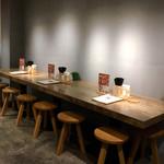 KYOTO MISO RAMEN KAZU - 店内(カウンター席)