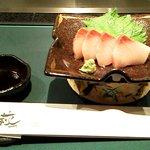 10337382 - 旬の小前菜(ブリのお刺身)