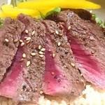 ミートコ - ダチョウのミニステーキ‼鶏肉とも違う、牛肉とも違う食感&美味をお楽しみください♪