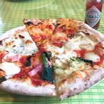 103373371 - ピザ食べ放題!タバスコもあるよ◎