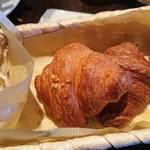ロッソ - 1903_ロッソ 豊中ロマンチック街道店_焼きたてパン各種(おかわり自由)@200円_パンはクロワッサンが一番美味しいかも。