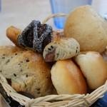 ピエトロバルコーネ - 食べ放題パン