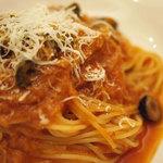 トラットリア ベリタ - 土曜日のパスタは、ツナとオリーブのトマトソース