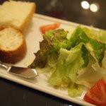 トラットリア ベリタ - 日替わりコースにサラダ、パン
