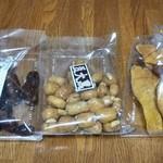 十五屋 - 左から大黒かりん糖、豆大黒、芋せんべい計1000円税込