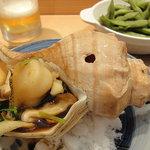 羽幌 鮨処 なか川 - ツブの磯焼き(600円)と茶豆(300円)