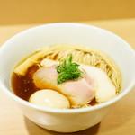 103391754 - 味玉醤油らぁ麺 (¥900)