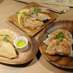 GYOZA SHACK - ゴルチキ餃子 揚、スモークナッツのしそチーズ餃子 焼、シャック餃子 焼