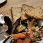 リングラッツェ - ソテー・ディ・マーレ。魚介類のニンニクオイルソテー。これは凄く美味しかったです。