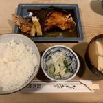 大衆割烹 三州屋 - 銀鮭の照焼定食(930円) 2019.2