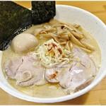永太 - 料理写真:永太塩ラーメン  1050円 特に珍しい要素は無いんですがすごく美味しいのです。