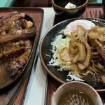 ぼうげつ - サービスステーキ(左)牛の焼肉(右)