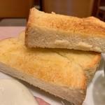 珈琲館 - 目玉焼きトースト160円のトーストのアップ