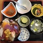 103408848 - 北三陸丼2,700円(税込)…めかぶ、大根の煮物、あら汁付き