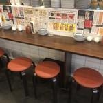 手包み餃子酒場CHANJA - カウンター席はお一人・カップルにおすすめ!