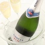 ギャラリアル カフェ - お祝い事にお得なシャンパンで乾杯!