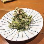 炉端炭火 回 - 苦菜の白和え