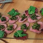 和献洋菜Hi-Bi - ローストビーフに花ワサビ、プレザオラ牛の生ハム