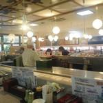 源洋丸 - 店内は明るく、広いです!