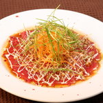 SQUARE MEALS みなもと - 本日鮮魚のカルパッチョ(写真はまぐろ)