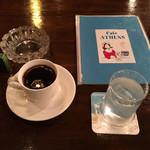 103426744 - お店の雰囲気。                       コーヒー美味しいです。                       安いです。                       ひとり当たりの割り当て面積が広いです。                       オアシスですw