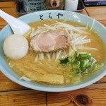 味のとらや - 味噌ラーメン(700円)+味玉(100円)