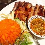ジャスミンタイ - 豚肉の串焼き(ムーピン)