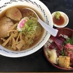 かどのめし屋 海鮮食堂 - 八戸ラーメンセット1000円