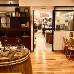 菜の花 ムーンカフェ - 奥は『菜の花暮らしの道具店』さんと繋がっています
