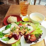 ロクシタンカフェ - プレミアムクラブサラダ・パン付き・セット・2000円