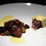 エクアトゥール - 牡蠣のタルタルとフォアグラ ホタルイカのベアルネーズソース掛け