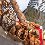ベッカライ・ペルケオ・アルト・ハイデルベルク - 料理写真:店内に、パンのオブジェ