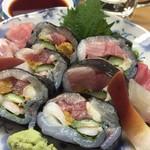 立喰い寿司 七幸 - 贅沢巻はシャリなしの具材のみを海苔で巻いたもの