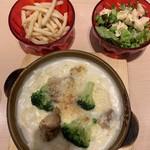 ママズキッチン - チキンとブロッコリーのグラタン サラダ、スープ、ポテト、デザートブュッフェ付き1390円