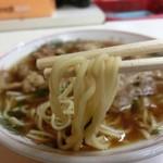 103455966 - 中細麺でスープに馴染んでいます♫