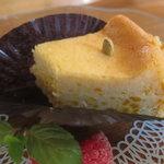 マンガッタンカフェ えき - 少し食った後のケーキ