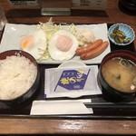 品川 ひおき - 目玉焼き定食