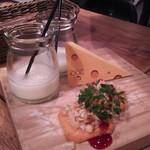 ワイン×チーズ料理専門店 チーズチーズカフェ -