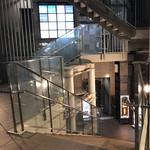 カレーハウス キラリ - 駅のデッキ側の入口